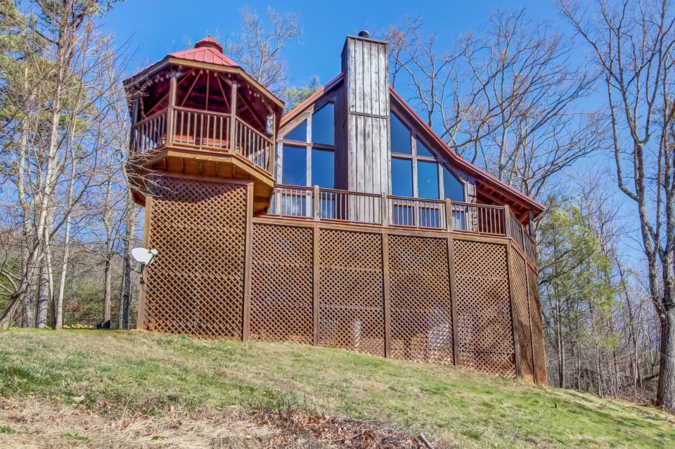 Beauty and the Beast Cabin - Sevierville Vacation Rental - Photo 24