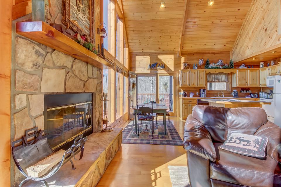 Beauty and the Beast Cabin - Sevierville Vacation Rental - Photo 32