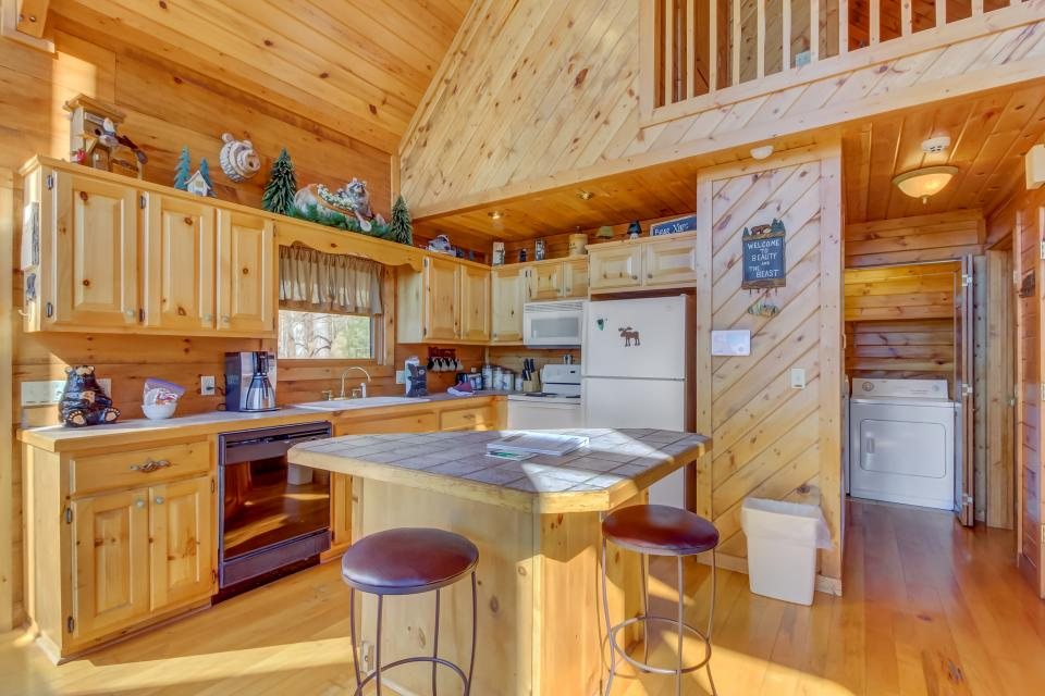Beauty and the Beast Cabin - Sevierville Vacation Rental - Photo 8