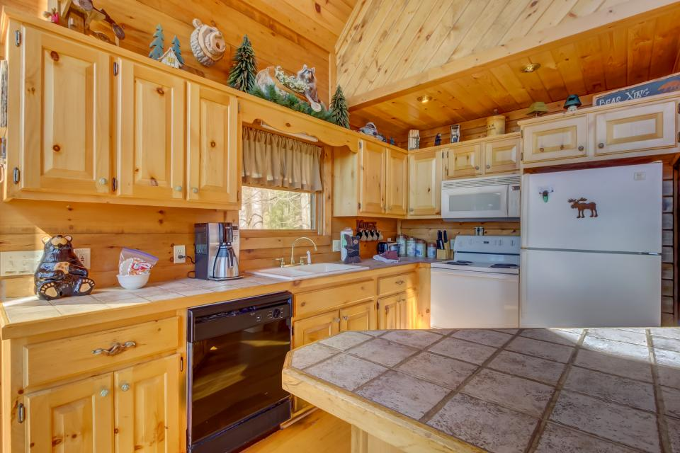 Beauty and the Beast Cabin - Sevierville Vacation Rental - Photo 9