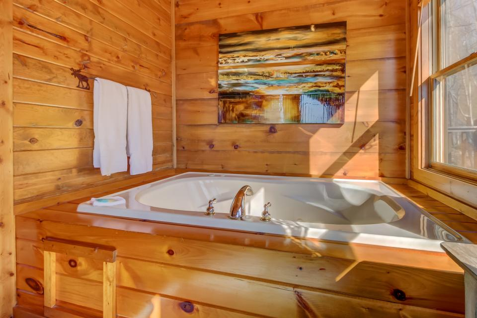 Beauty and the Beast Cabin - Sevierville Vacation Rental - Photo 34