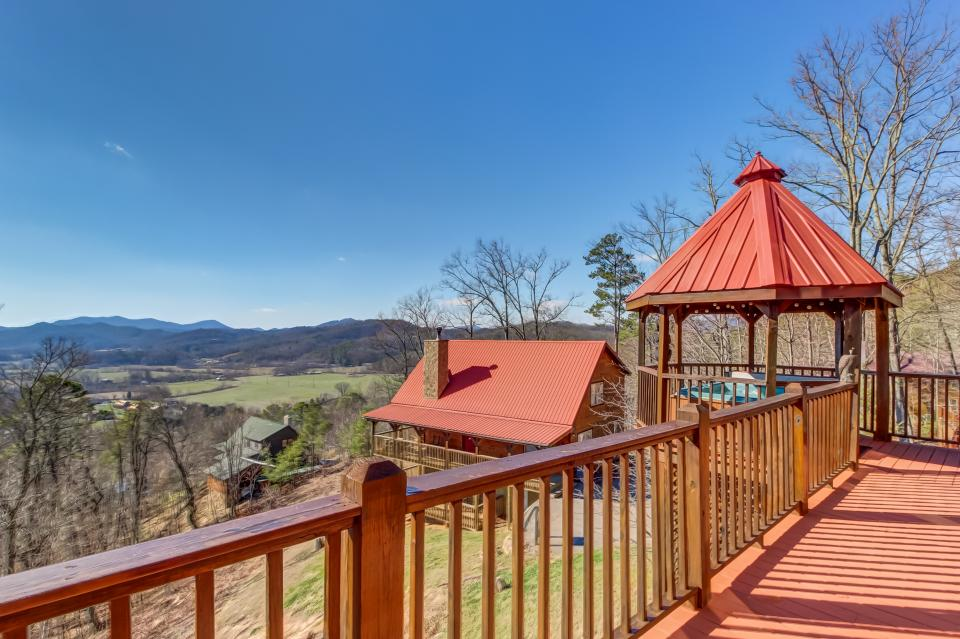 Beauty and the Beast Cabin - Sevierville Vacation Rental - Photo 27