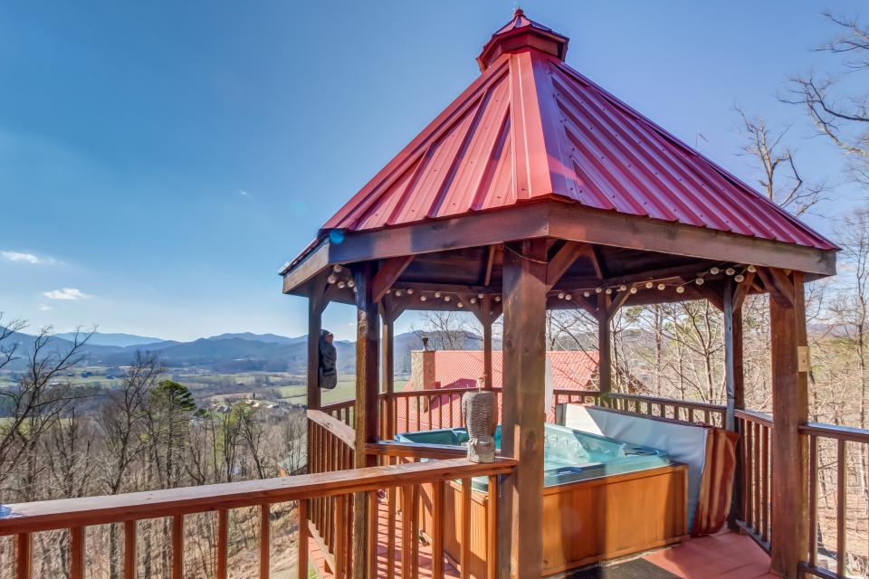 Beauty and the Beast Cabin - Sevierville Vacation Rental - Photo 23