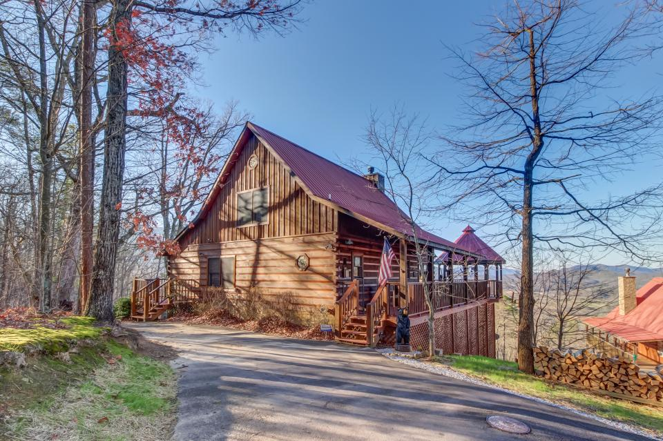 Beauty and the Beast Cabin - Sevierville Vacation Rental - Photo 3