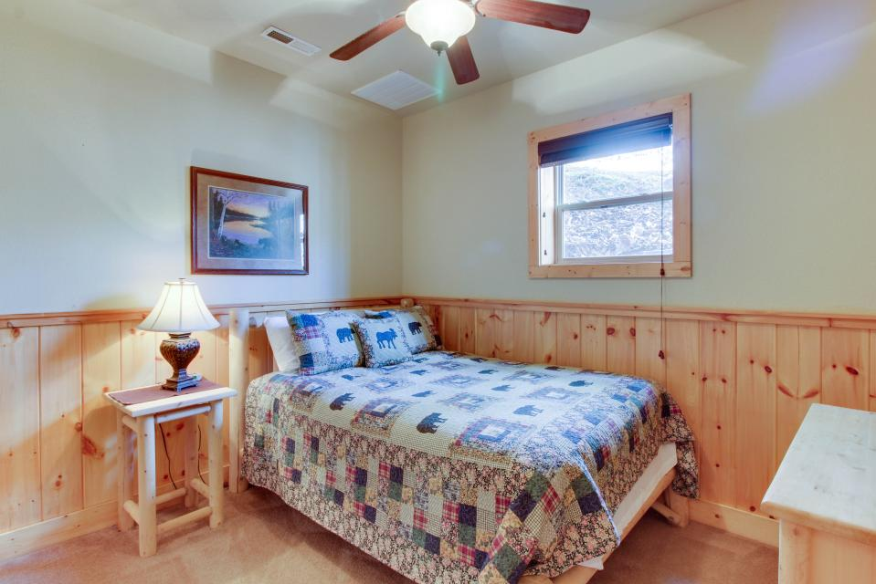 Moose Lodge - Sevierville Vacation Rental - Photo 14
