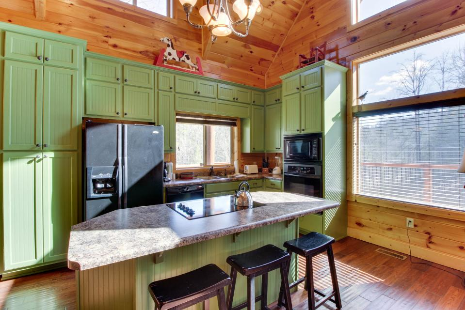 Moose Lodge - Sevierville Vacation Rental - Photo 11