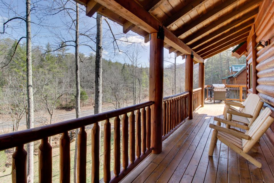 Moose Lodge - Sevierville Vacation Rental - Photo 2
