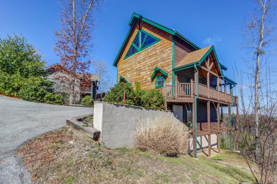 Serenity's View Cabin - Sevierville Vacation Rental - Photo 4