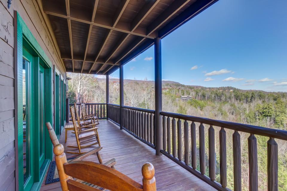 Serenity's View Cabin - Sevierville Vacation Rental - Photo 33