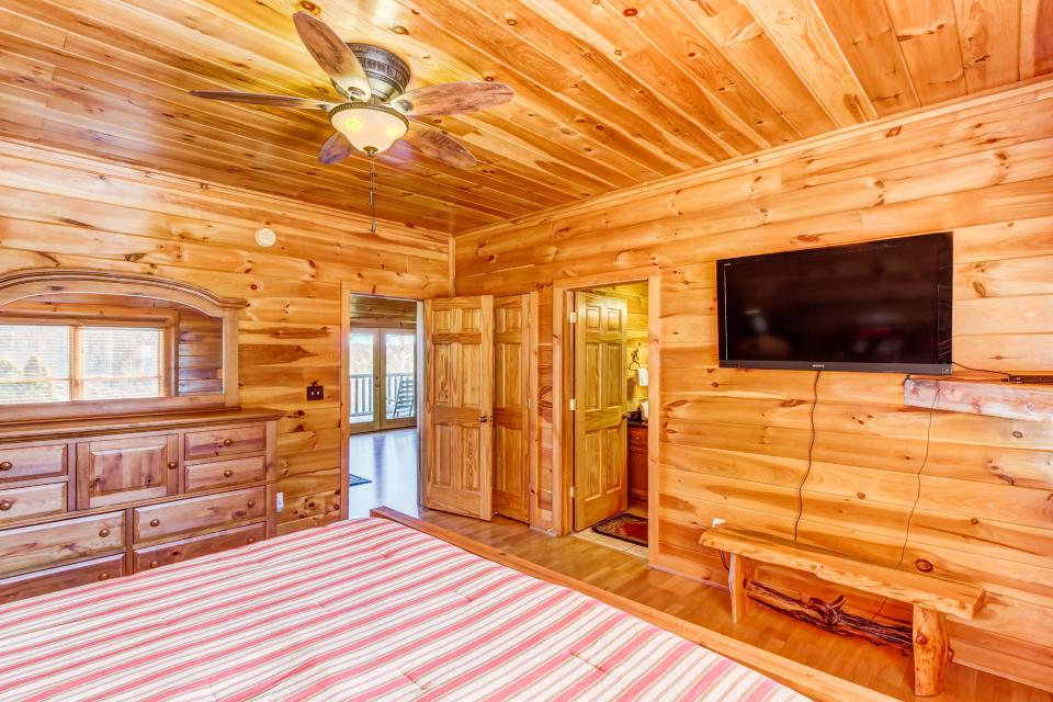 Serenity's View Cabin - Sevierville Vacation Rental - Photo 15