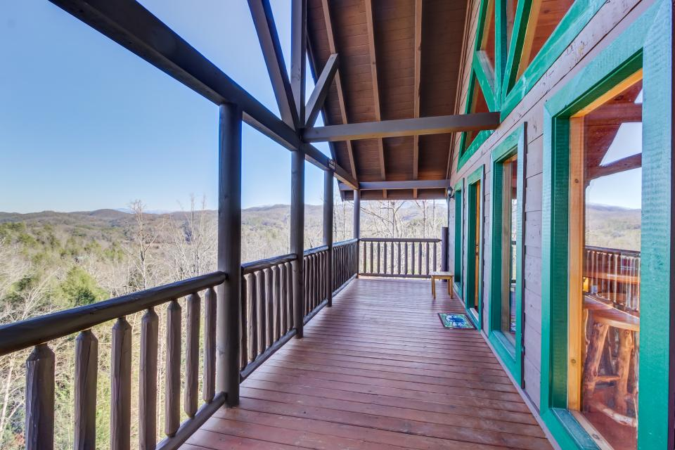 Serenity's View Cabin - Sevierville Vacation Rental - Photo 34