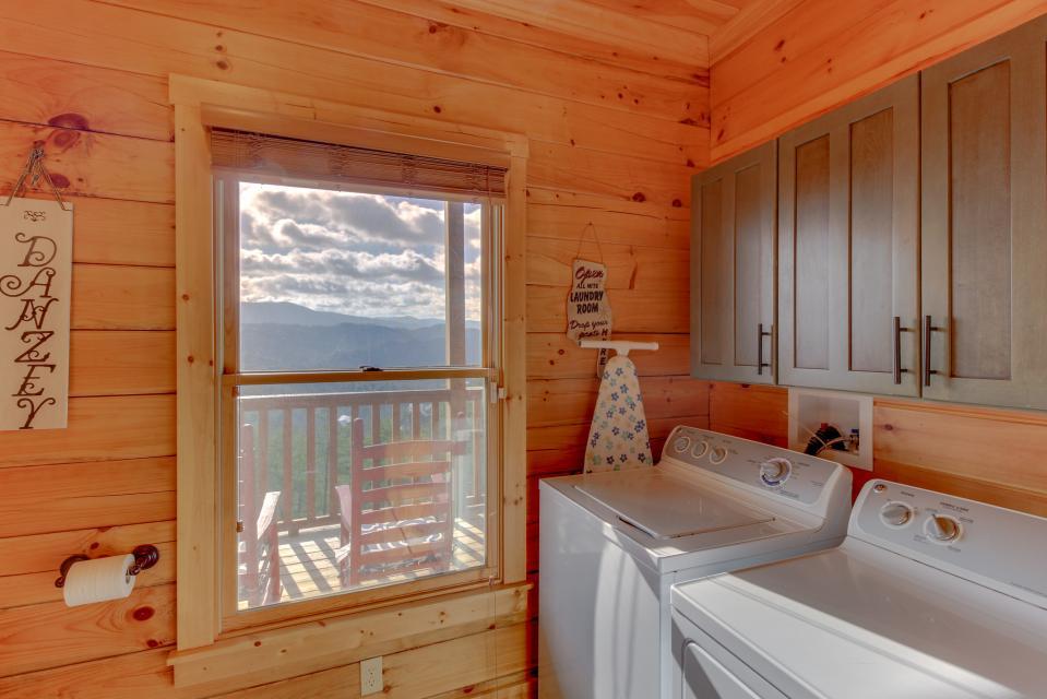 Til's Den - Sevierville Vacation Rental - Photo 30