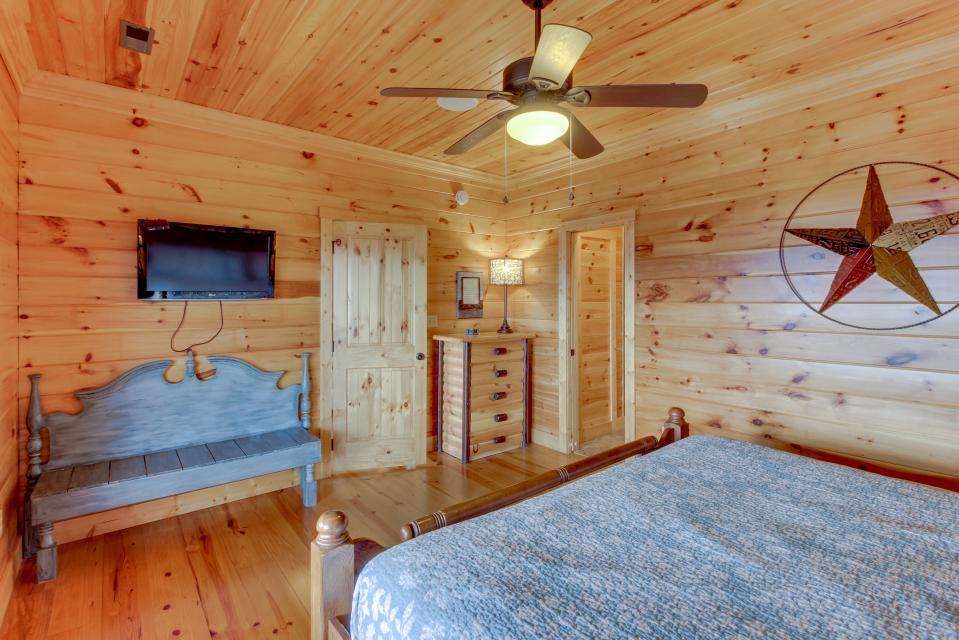 Til's Den - Sevierville Vacation Rental - Photo 24