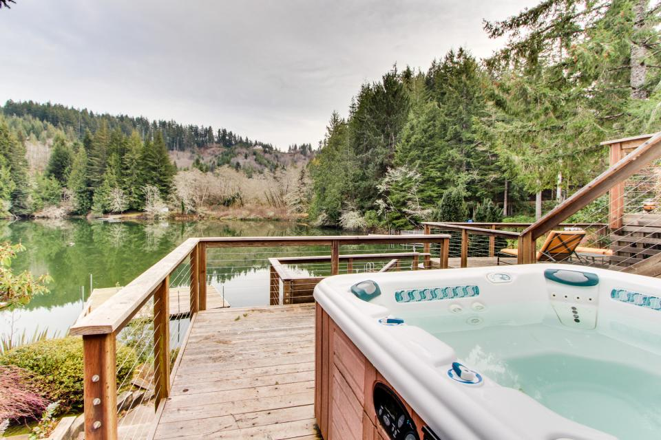 The Best Place on Mercer Lake - Florence Vacation Rental - Photo 4