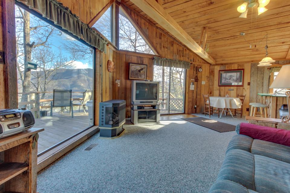 Mockingbird's View  - Sevierville Vacation Rental - Photo 11