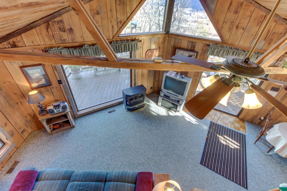 Mockingbird's View  - Sevierville Vacation Rental - Photo 25