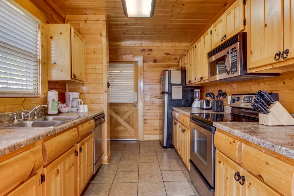 Dry Run Cabin - Sevierville Vacation Rental - Photo 14