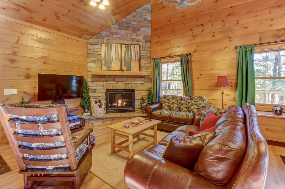 Two Bears  - Sevierville Vacation Rental - Photo 4
