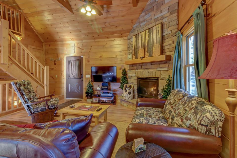 Two Bears  - Sevierville Vacation Rental - Photo 7