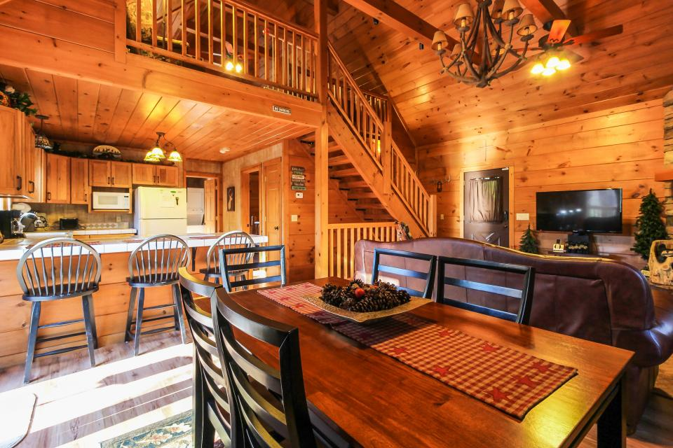 Two Bears  - Sevierville Vacation Rental - Photo 9