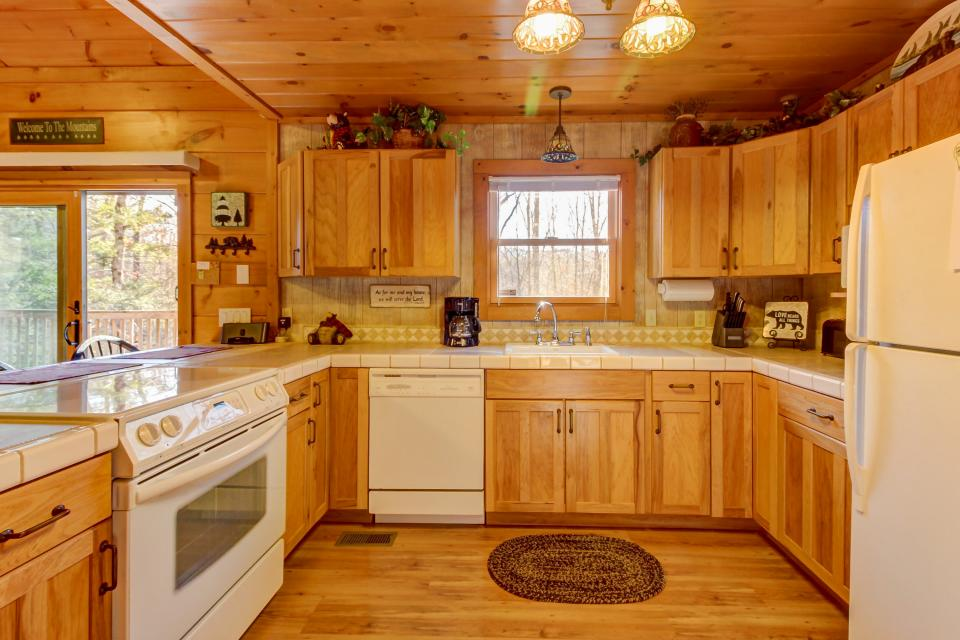 Two Bears  - Sevierville Vacation Rental - Photo 11