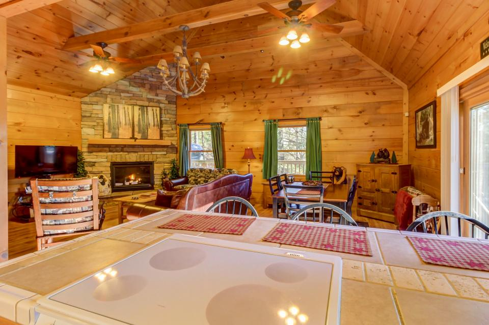 Two Bears  - Sevierville Vacation Rental - Photo 12