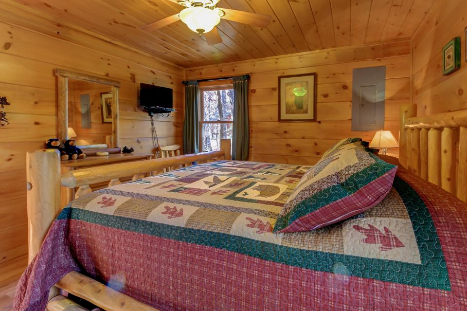 Two Bears  - Sevierville Vacation Rental - Photo 14