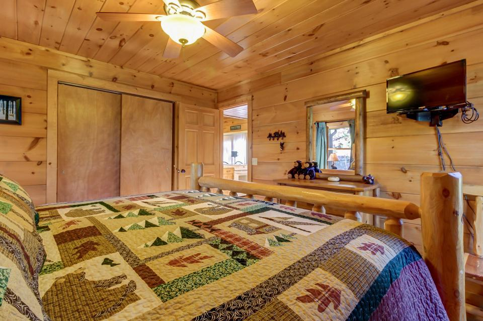 Two Bears  - Sevierville Vacation Rental - Photo 15