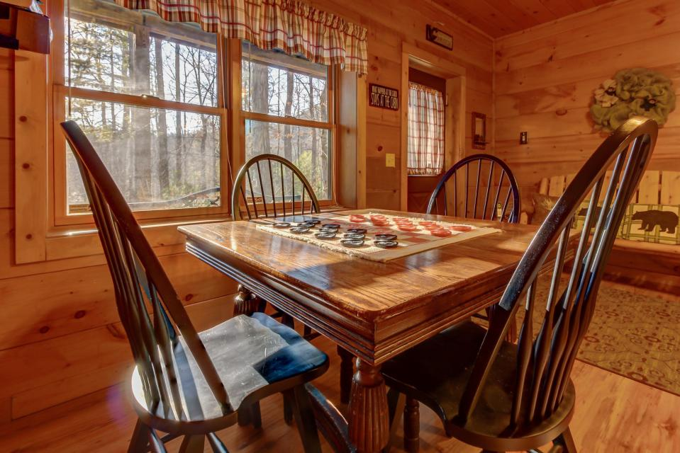 Two Bears  - Sevierville Vacation Rental - Photo 6
