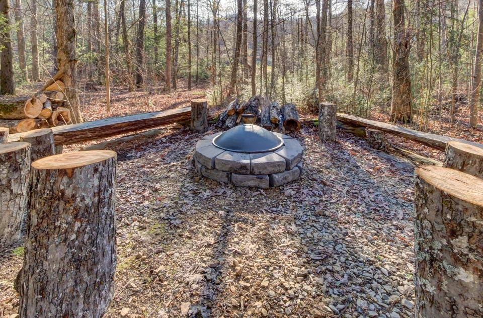 Two Bears  - Sevierville Vacation Rental - Photo 36