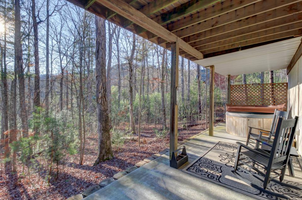 Two Bears  - Sevierville Vacation Rental - Photo 2