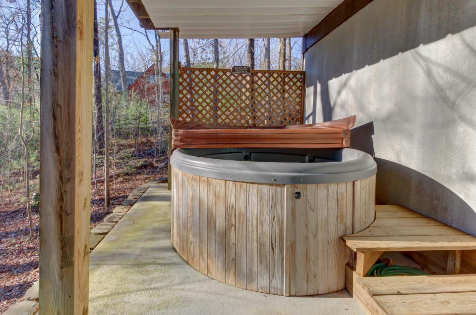 Two Bears  - Sevierville Vacation Rental - Photo 38