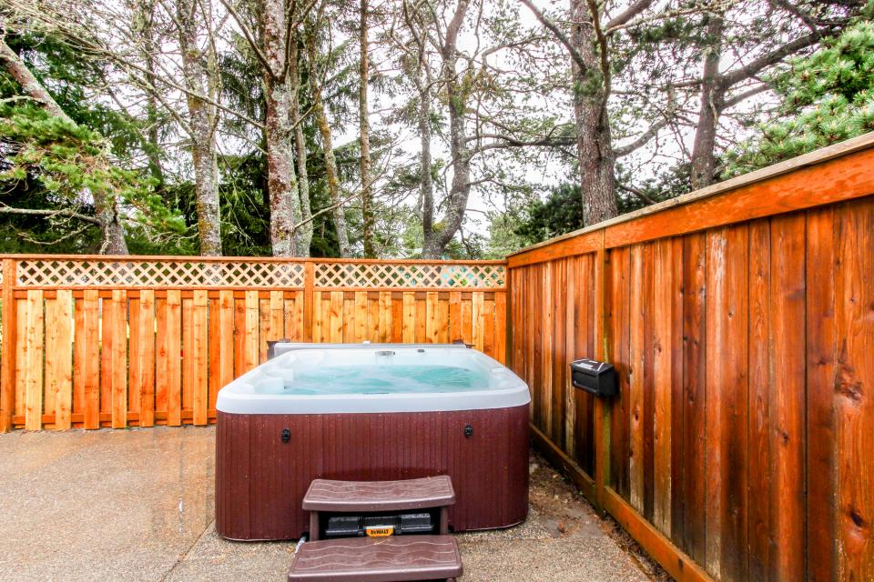 Edgewood Retreat - Seaside Vacation Rental - Photo 26