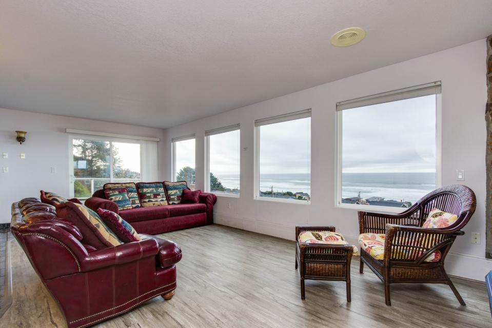 Neptune's Lookout - Lincoln City Vacation Rental - Photo 8