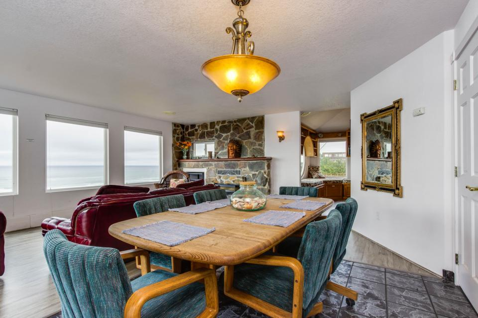Neptune's Lookout - Lincoln City Vacation Rental - Photo 12