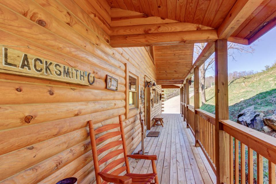 Giddy Up  - Sevierville Vacation Rental - Photo 2