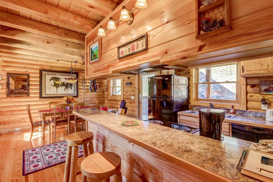Giddy Up  - Sevierville Vacation Rental - Photo 12