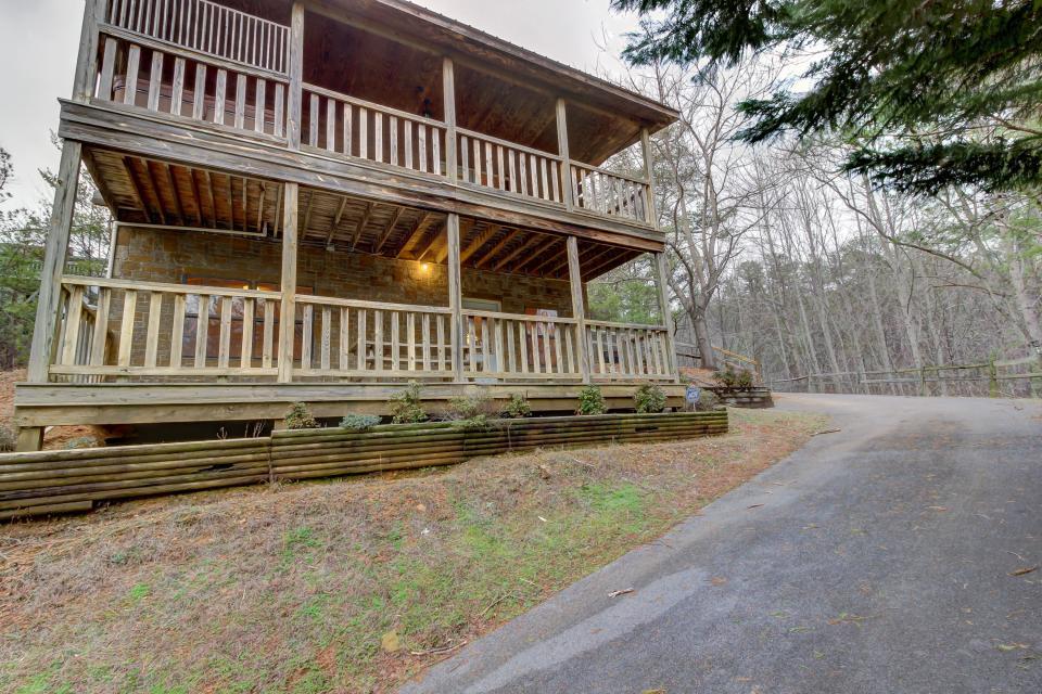 Bear Necessity Cabin 2 Bd Vacation Rental In Pigeon