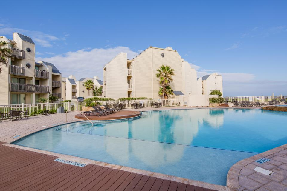 Solare tower 906 3 bd vacation rental in south padre for Cabin rentals south padre island tx
