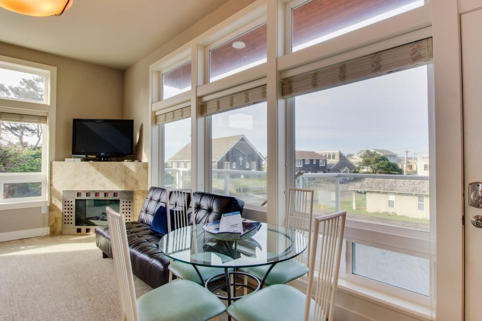 Luxury Beach Getaway - Rockaway Beach - Take a Virtual Tour