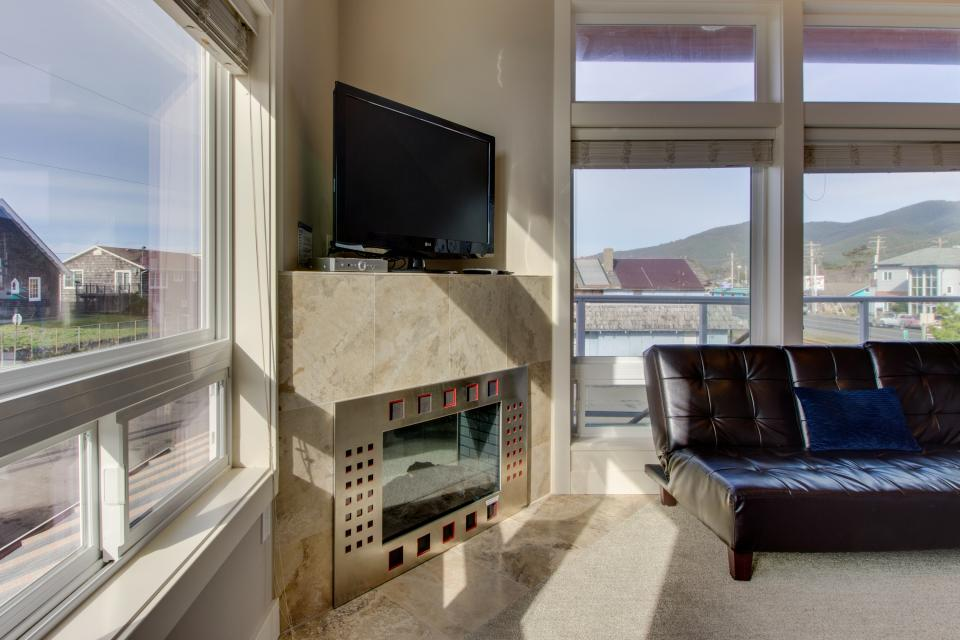 Luxury Beach Getaway - Rockaway Beach Vacation Rental - Photo 3