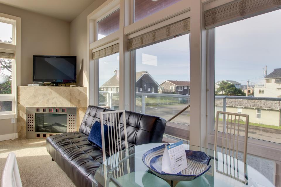 Luxury Beach Getaway - Rockaway Beach Vacation Rental - Photo 11