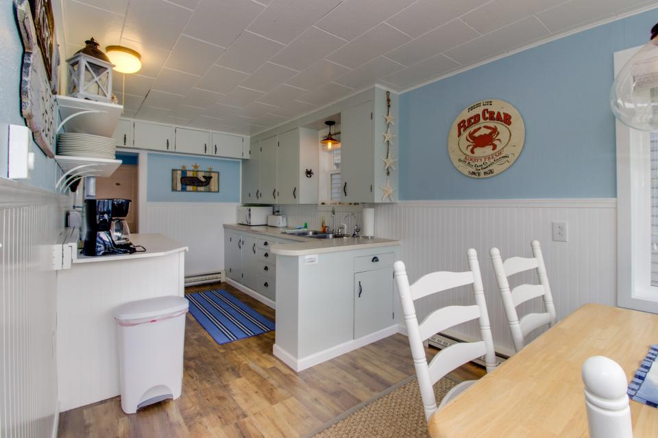 The Driftwood Cottage - Rockaway Beach Vacation Rental - Photo 8