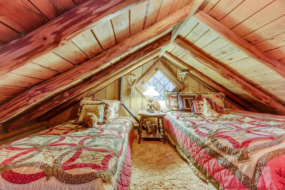 Log Cabin - Greenbank Vacation Rental - Photo 21