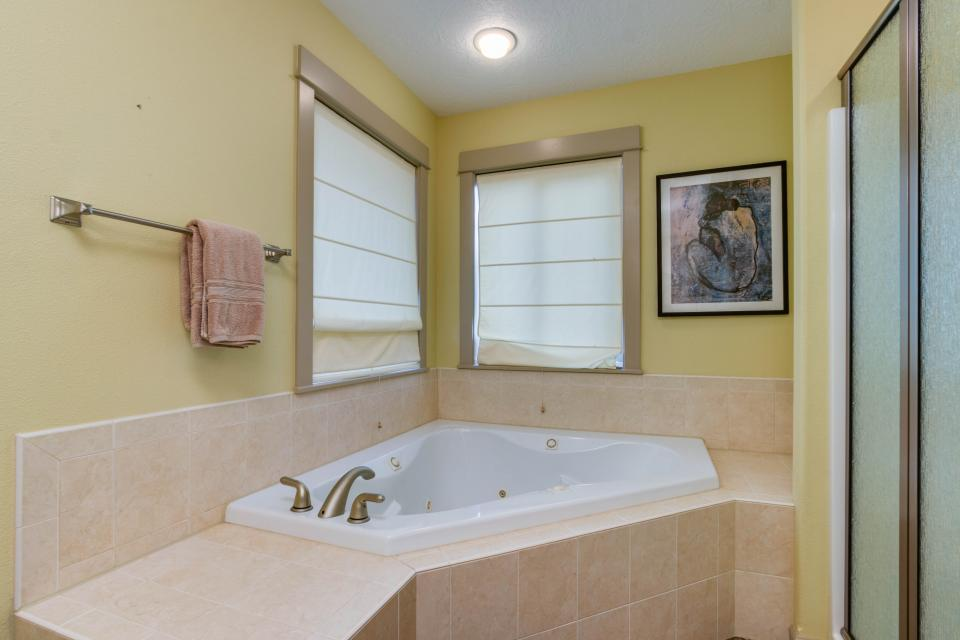 The Sand Dollar - Lincoln City Vacation Rental - Photo 13
