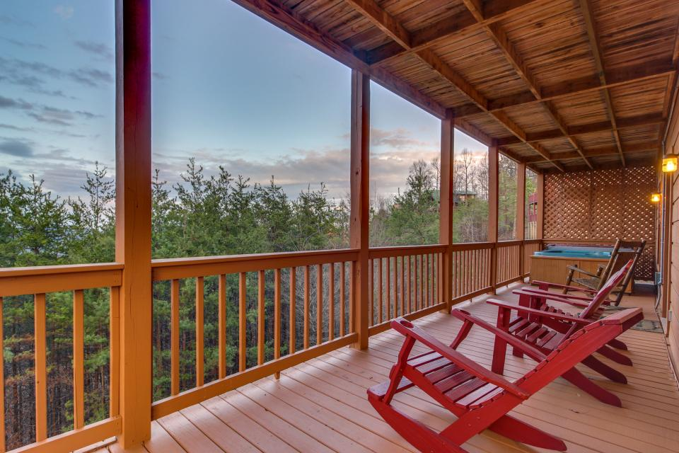 Fox Hollow Cabin - Sevierville Vacation Rental - Photo 2