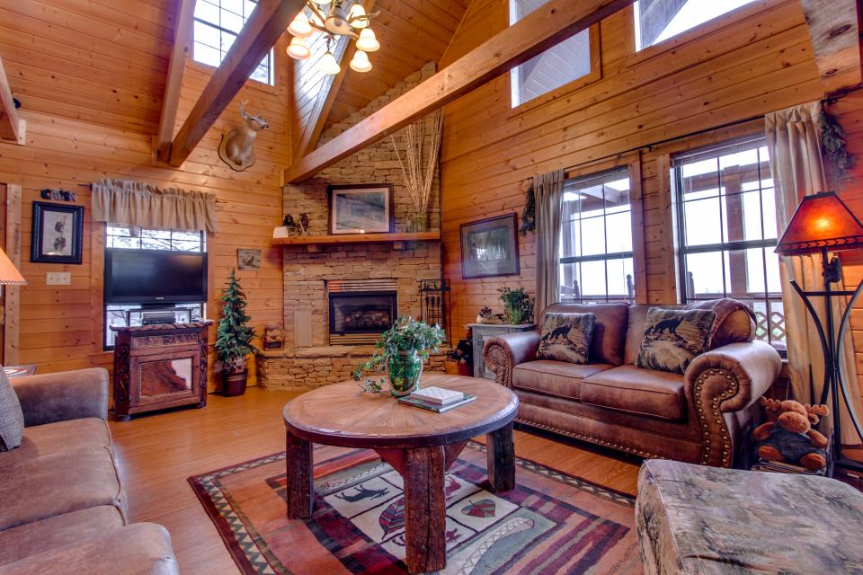 Fox Hollow Cabin - Sevierville Vacation Rental - Photo 4