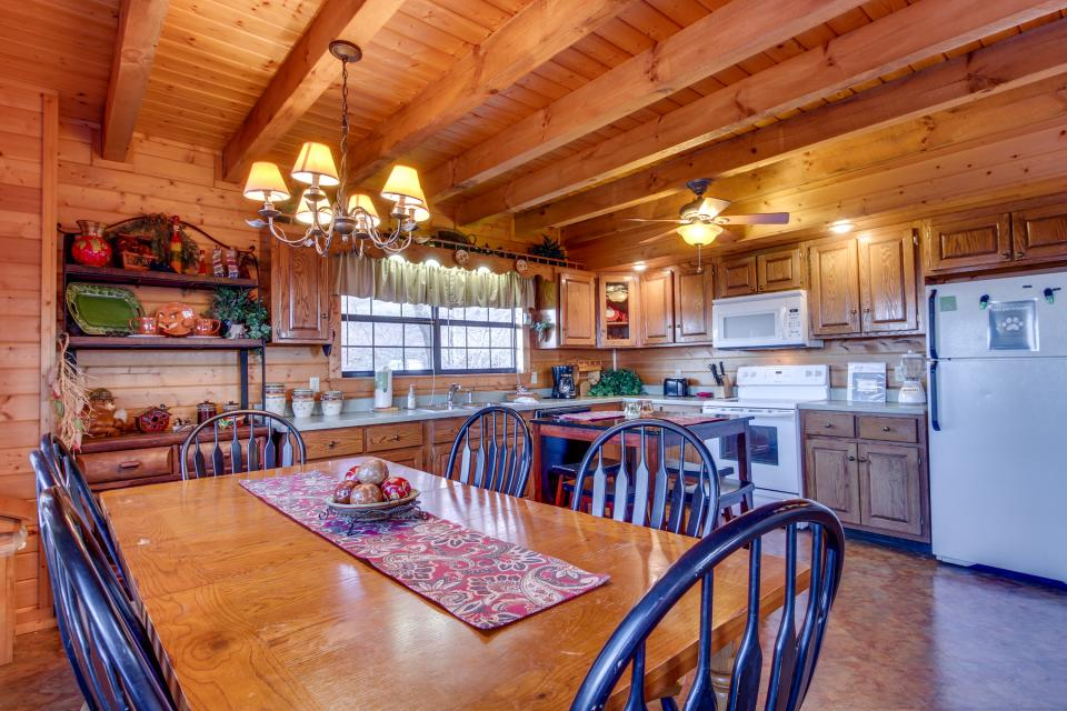 Fox Hollow Cabin - Sevierville Vacation Rental - Photo 5
