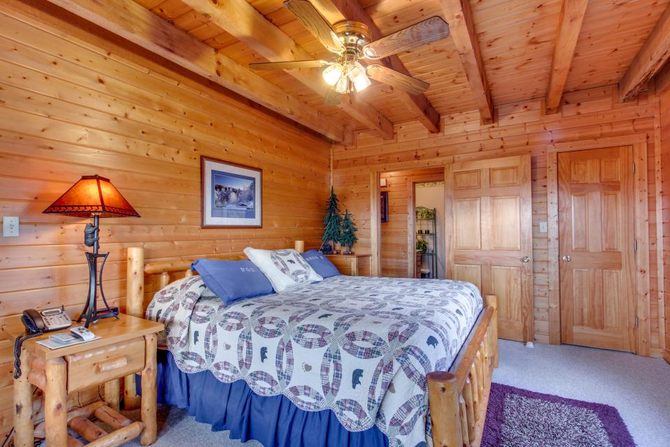 Fox Hollow Cabin - Sevierville Vacation Rental - Photo 10