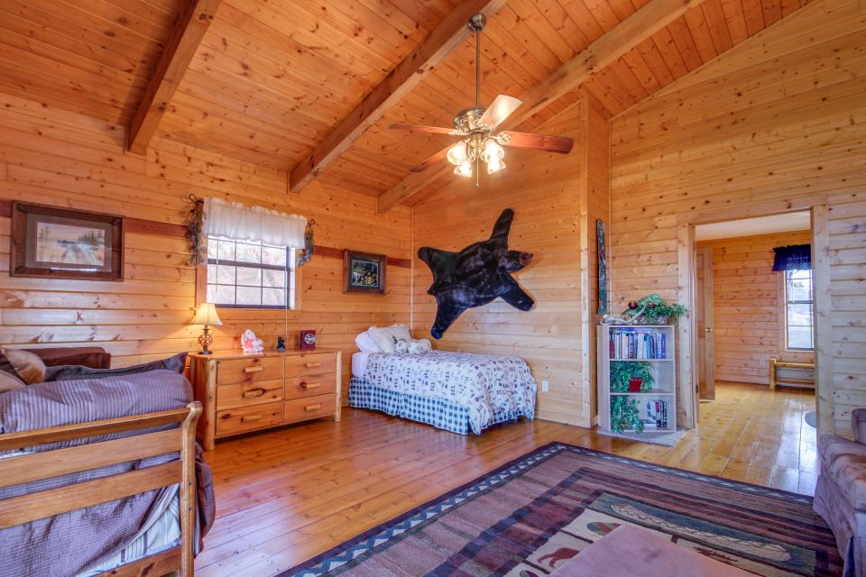 Fox Hollow Cabin - Sevierville Vacation Rental - Photo 12